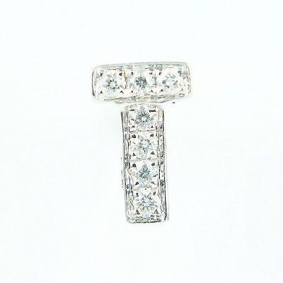 6mm T字母鑽石耳環